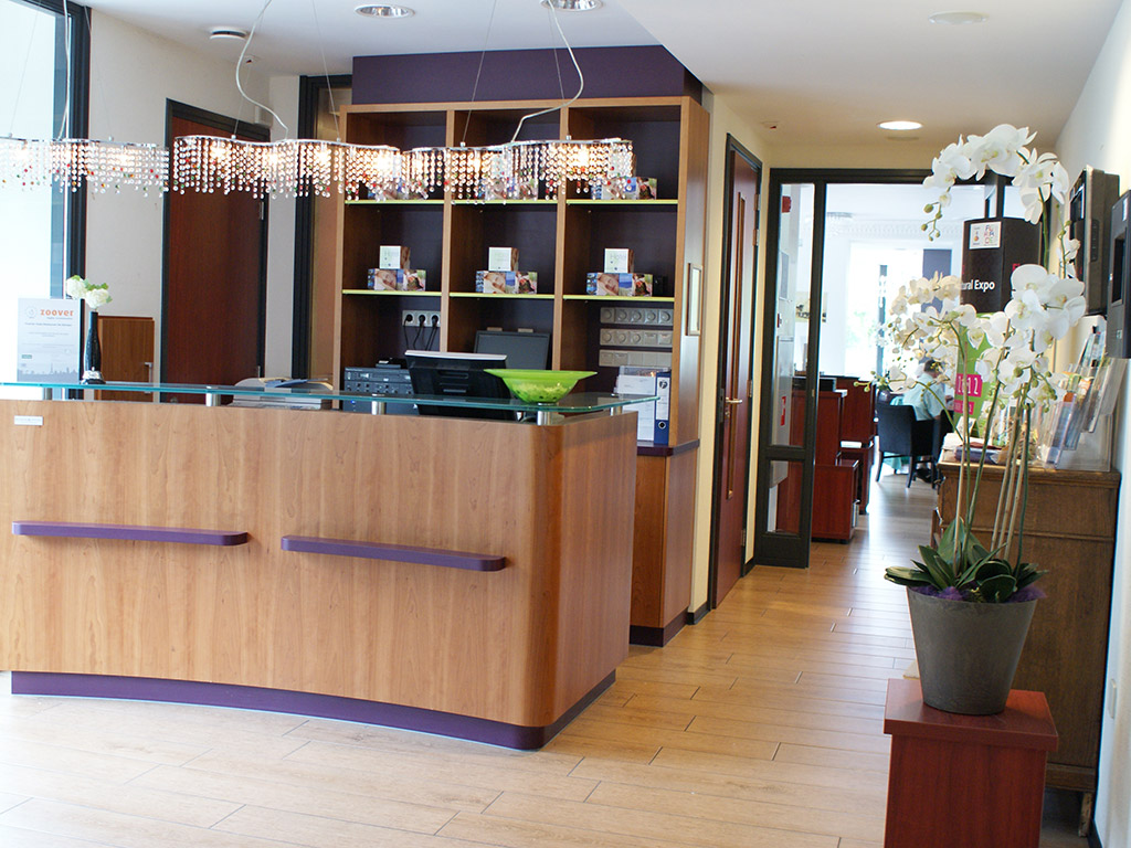 https://www.hoteldekempen.nl/data/images/3/4/4/0/5/kempen-interieur-receptie-dsc08718.jpg